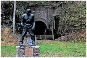 John Henry statue